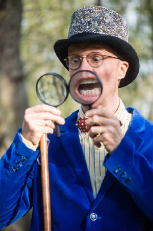 WT_Snurb_Storyteller_Page/Snurbmobile_Magnifying_Glass2.jpg